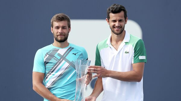 MIAMI GARDENS, FLORIDA - APRIL 03: Nikola Mektic and Mate Pavic of Croatia pose with the winner's trophy after defeating Neal Skupski and Daniel Evans of Great Britain during the doubles final of the Miami Open at Hard Rock Stadium on April 03, 2021 in Miami Gardens, Florida.   Matthew Stockman/Getty Images/AFP (Photo by MATTHEW STOCKMAN / GETTY IMAGES NORTH AMERICA / Getty Images via AFP)