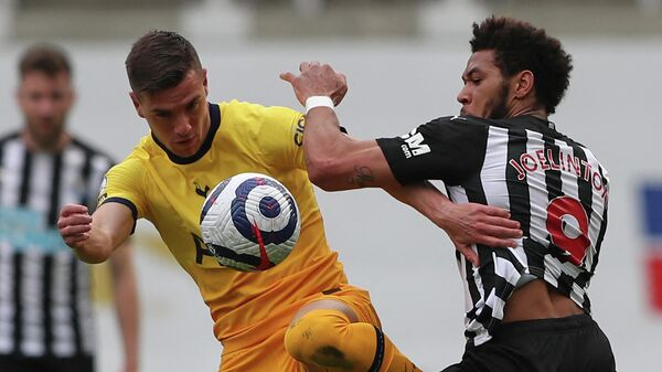 Tottenham Hotspur's Argentinian midfielder Giovani Lo Celso (L) vies with Newcastle United's Brazilian striker Joelinton (R) during the English Premier League football match between Newcastle United and Tottenham Hotspur at St James' Park in Newcastle-upon-Tyne, north east England on April 4, 2021. (Photo by SCOTT HEPPELL / POOL / AFP) / RESTRICTED TO EDITORIAL USE. No use with unauthorized audio, video, data, fixture lists, club/league logos or 'live' services. Online in-match use limited to 120 images. An additional 40 images may be used in extra time. No video emulation. Social media in-match use limited to 120 images. An additional 40 images may be used in extra time. No use in betting publications, games or single club/league/player publications. /