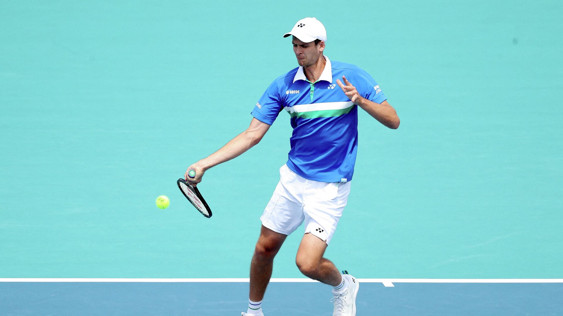 MIAMI GARDENS, FLORIDA - APRIL 04: Hubert Hurkacz of Poland returns a shot to Jannik Sinner of Italy during the final of the Miami Open at Hard Rock Stadium on April 04, 2021 in Miami Gardens, Florida.   Matthew Stockman/Getty Images/AFP (Photo by MATTHEW STOCKMAN / GETTY IMAGES NORTH AMERICA / Getty Images via AFP) - РИА Новости, 1920, 04.04.2021