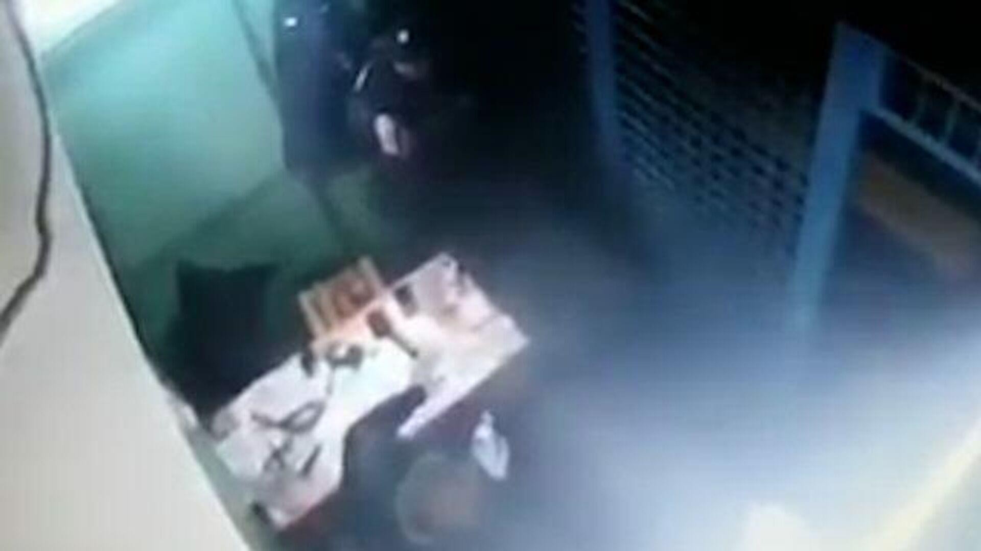 В московском метро мужчину избили и столкнули на рельсы