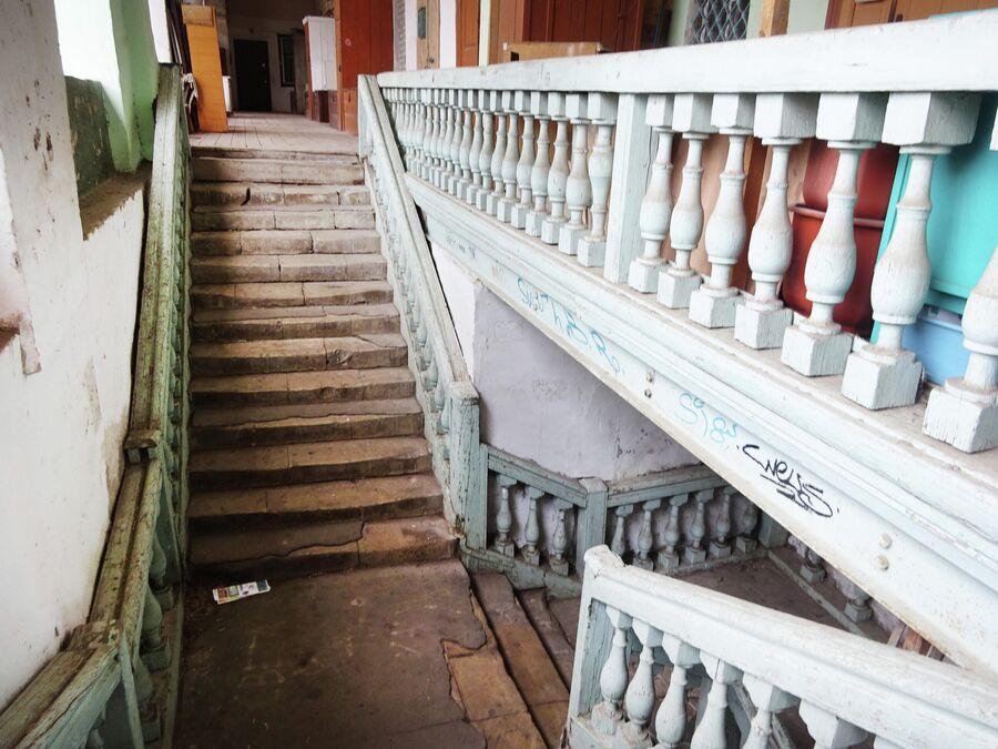 Армянское подворье. Лестница на галерею