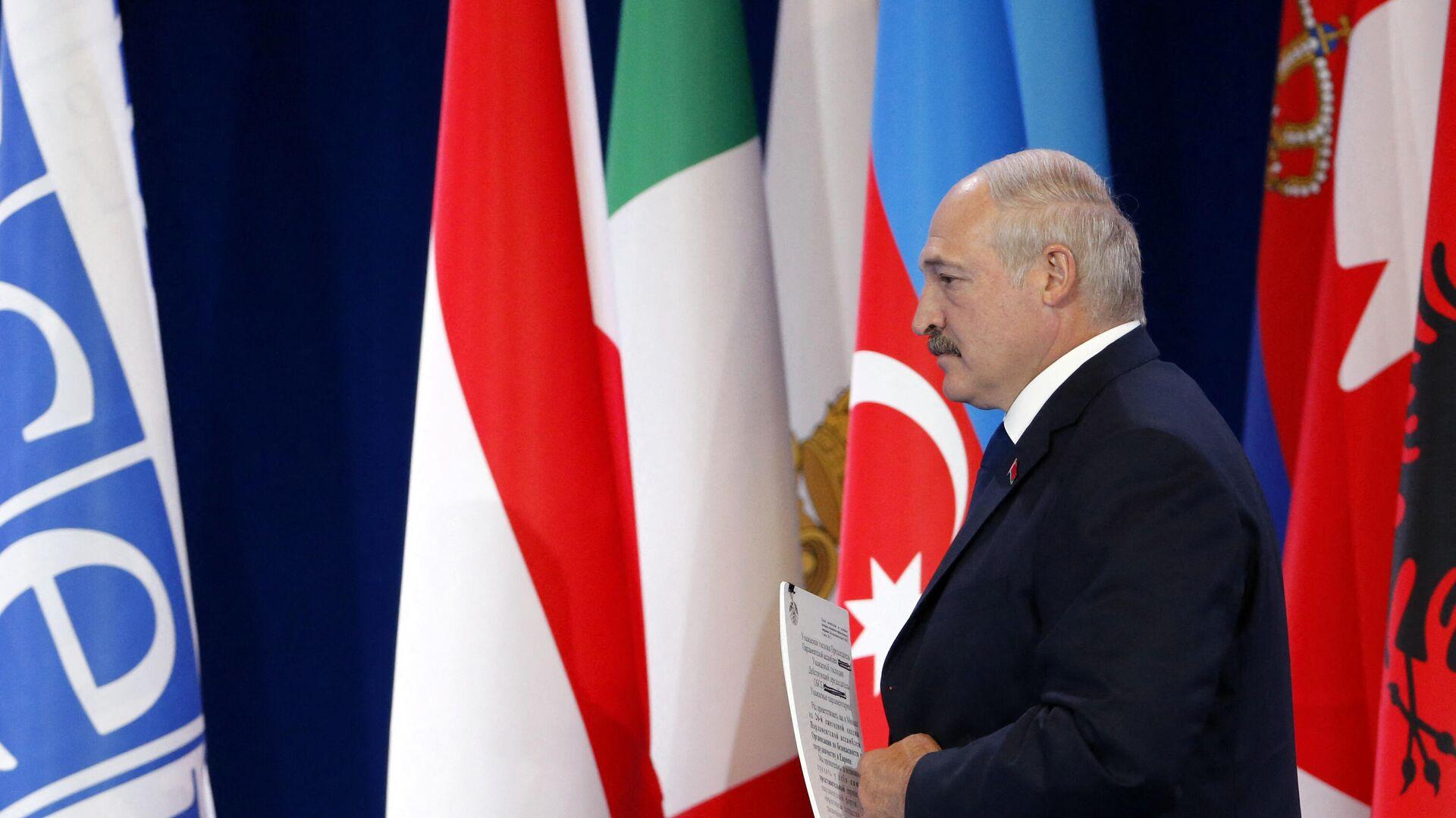 Лукашенко подпишет декрет о переходе власти к СБ в экстренной ситуации