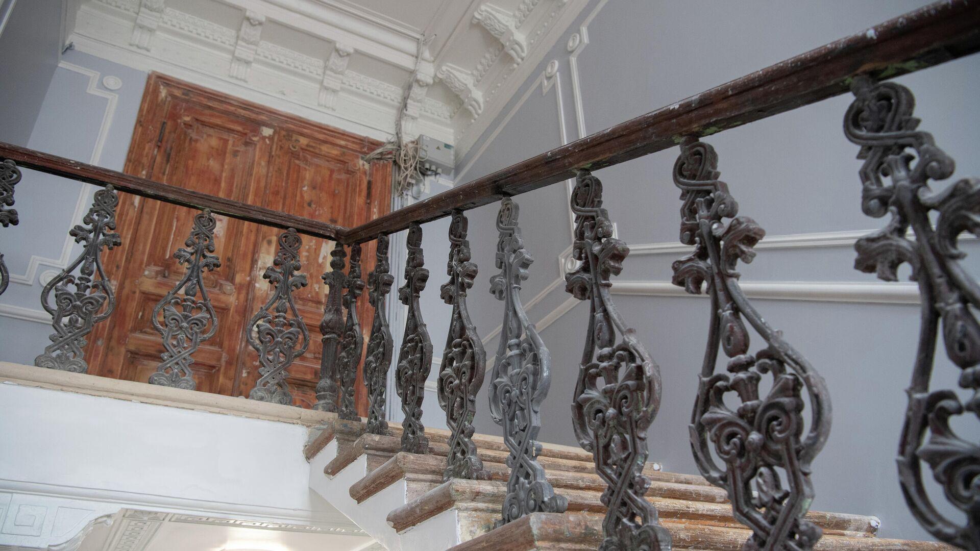 Лестница в жилом доме 1882-84 гг. постройки - РИА Новости, 1920, 23.06.2021