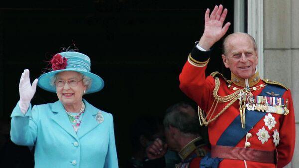 Королева Великобритании Елизавета II и ее супруг герцог Эдинбургский на балконе Букингемского дворца