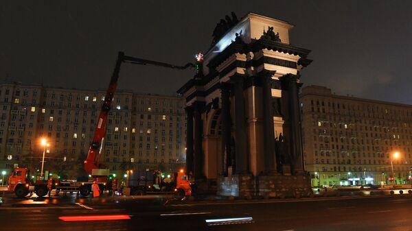 В Москве помыли Триумфальную арку на Кутузовском проспекте