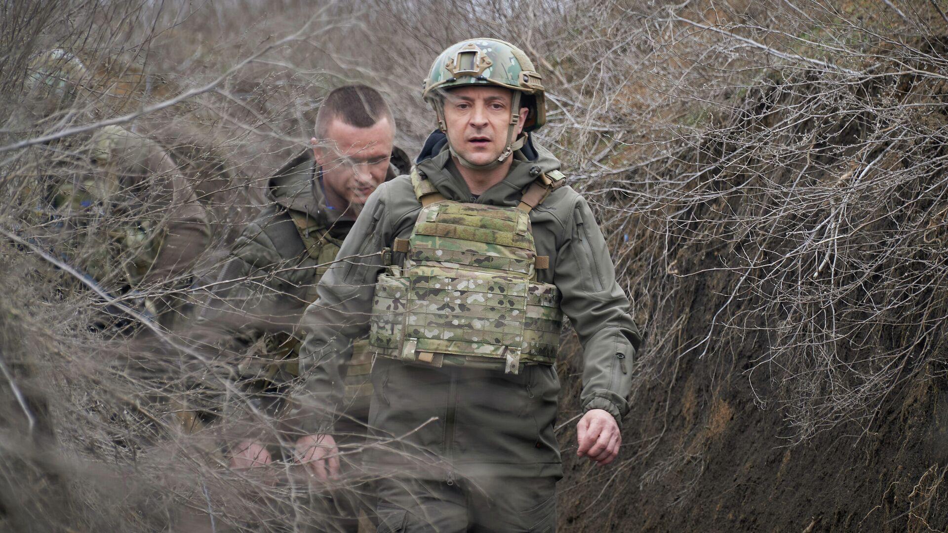 Президент Украины Владимир Зеленский во время посещения позиций украинских войск в Донбассе - РИА Новости, 1920, 11.05.2021