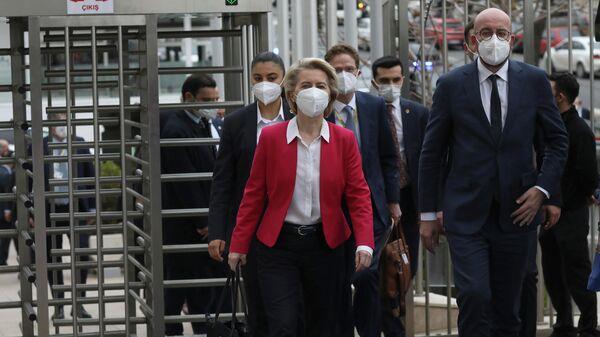 Президент Еврокомиссии Урсула фон дер Ляйен во время визита в Турцию