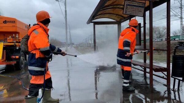 Большая уборка: в Москве отмывают памятники и фонтаны после зимы