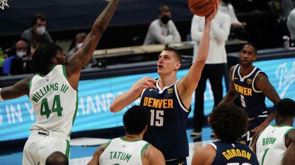 Игровой момент матча НБА Бостон - Денвер