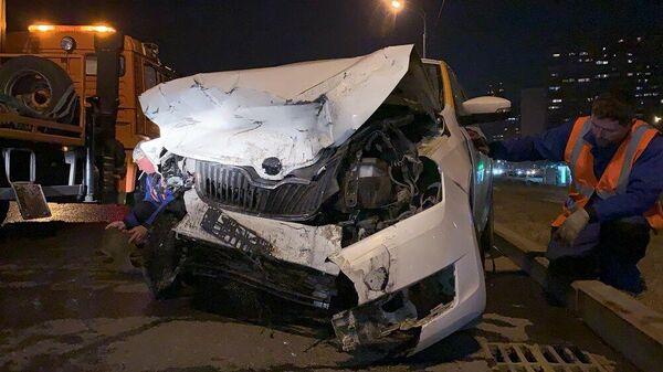 На Кутузовском проспекте, д. 1б произошло лобовое столкновение двух автомобилей