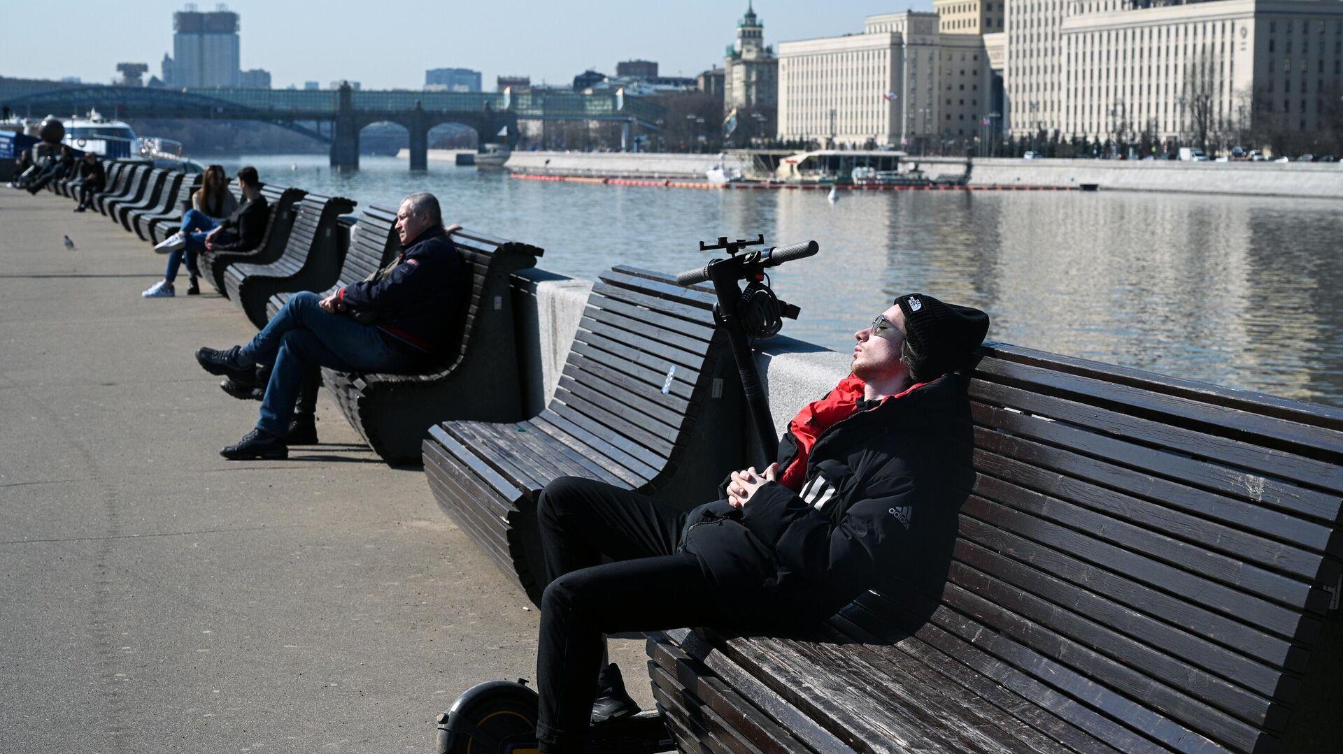 Отдыхающие в Парке Культуры в Москве - РИА Новости, 1920, 29.04.2021