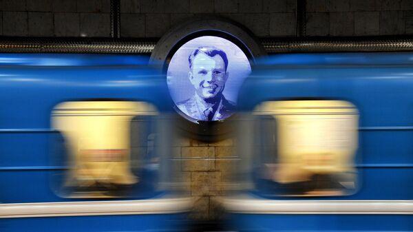 Портрет Юрия Гагарина в оформлении станции Гагаринская Новосибирского метрополитена