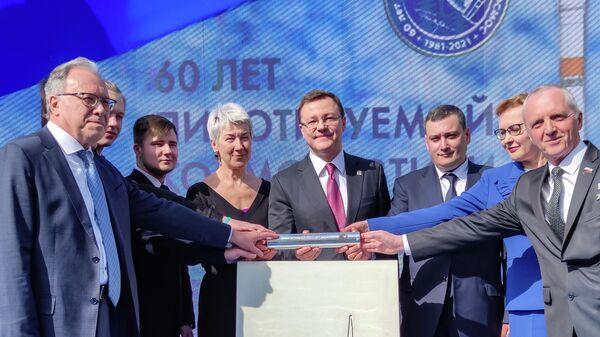 Губернатор Самарской области Дмитрий Азаров во время церемонии закладки капсулы Обращение к потомкам во время начала строительства планетария в Самаре