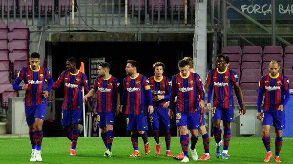 Игроки футбольного клуба Барселона.