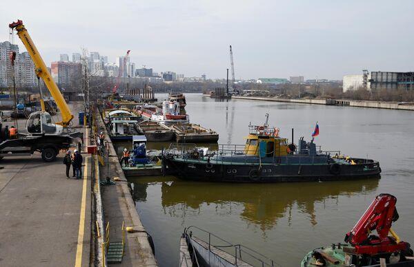 Подготовка к открытию технической навигации на Москве-реке