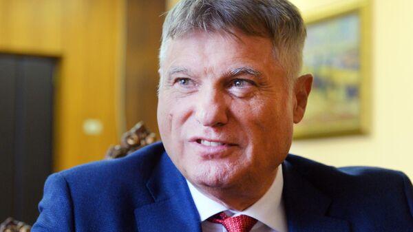 Посол Республики Сербия в Российской Федерации Мирослав Лазански во время интервью
