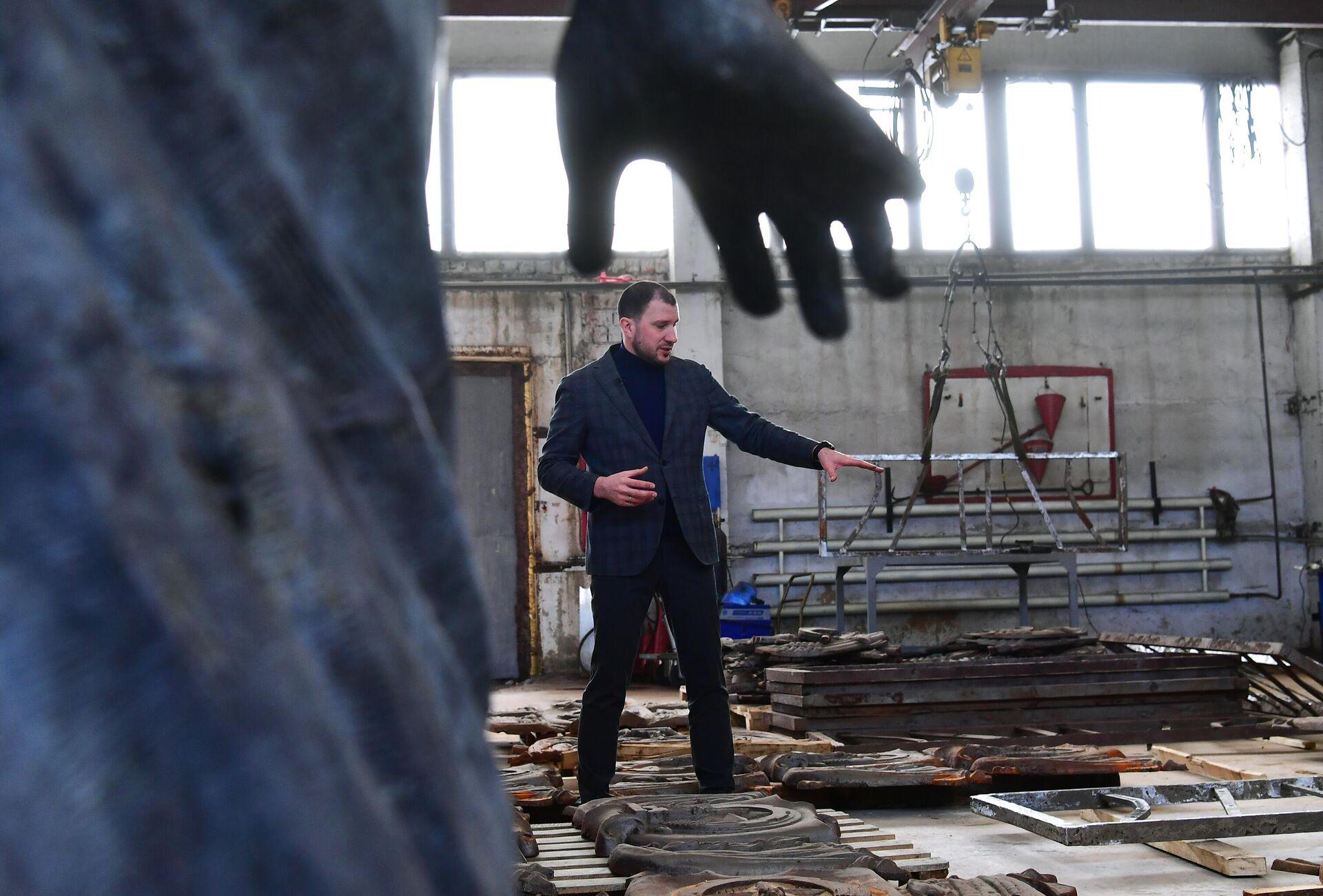 Реставрация чугунных ограждений и гранита с Большого Каменного моста - РИА Новости, 1920, 14.04.2021