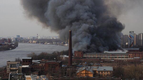 Площадь пожара на Невской мануфактуре уменьшилась до 20 квадратов