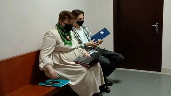 Певец Тима Белорусских с адвокатом в здании суда