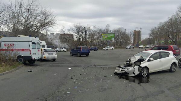 ДТП на улице Спортивной во Владивостоке с участием автомобиля скорой помощи