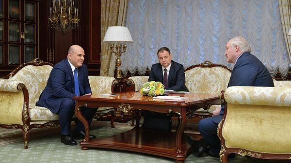 Председатель правительства РФ Михаил Мишустин во время встречи с президентом Белоруссии Александром Лукашенко во Дворце Независимости в Минске