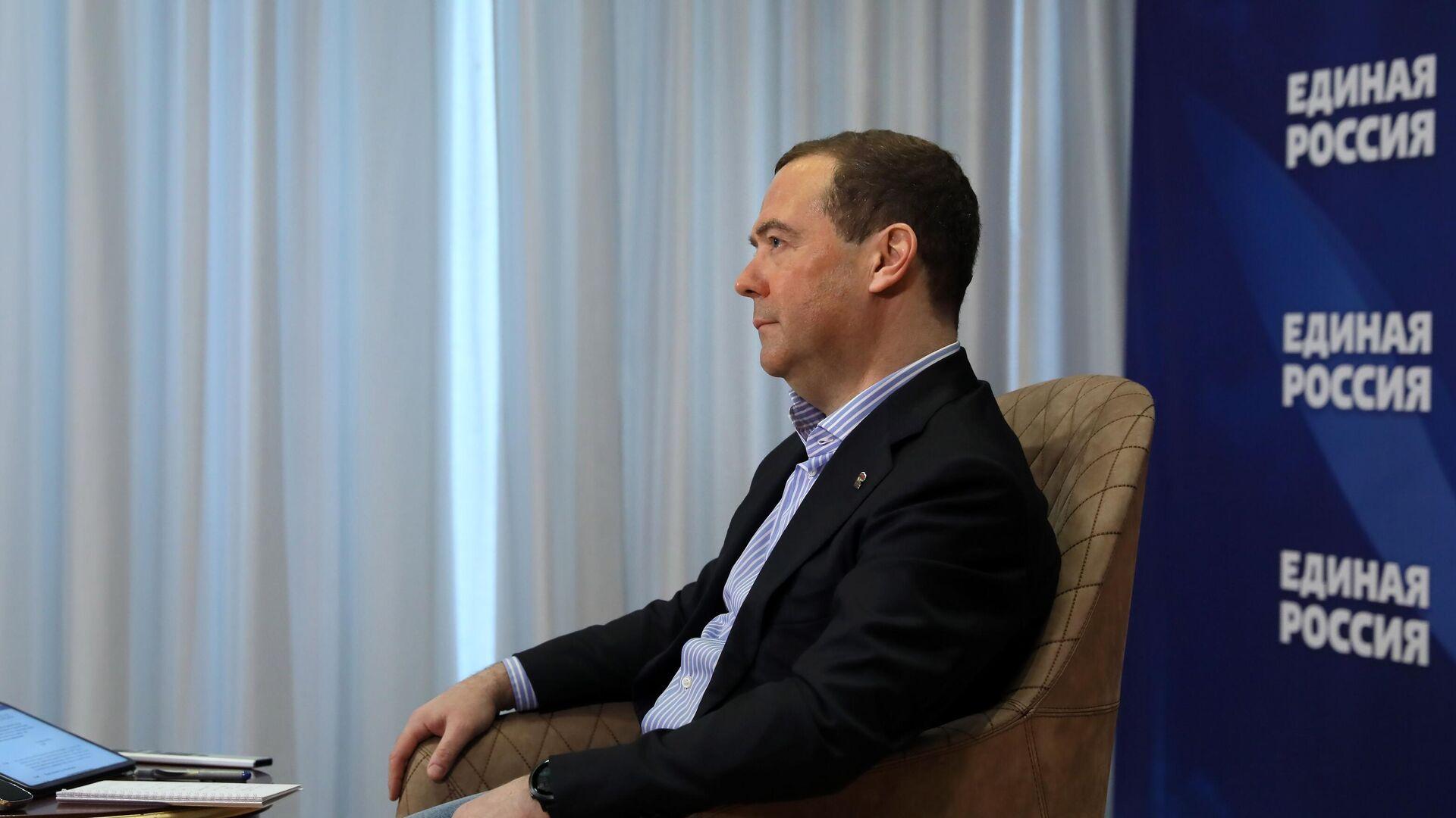 Медведев рассказал о критике в свой адрес во время работы премьером