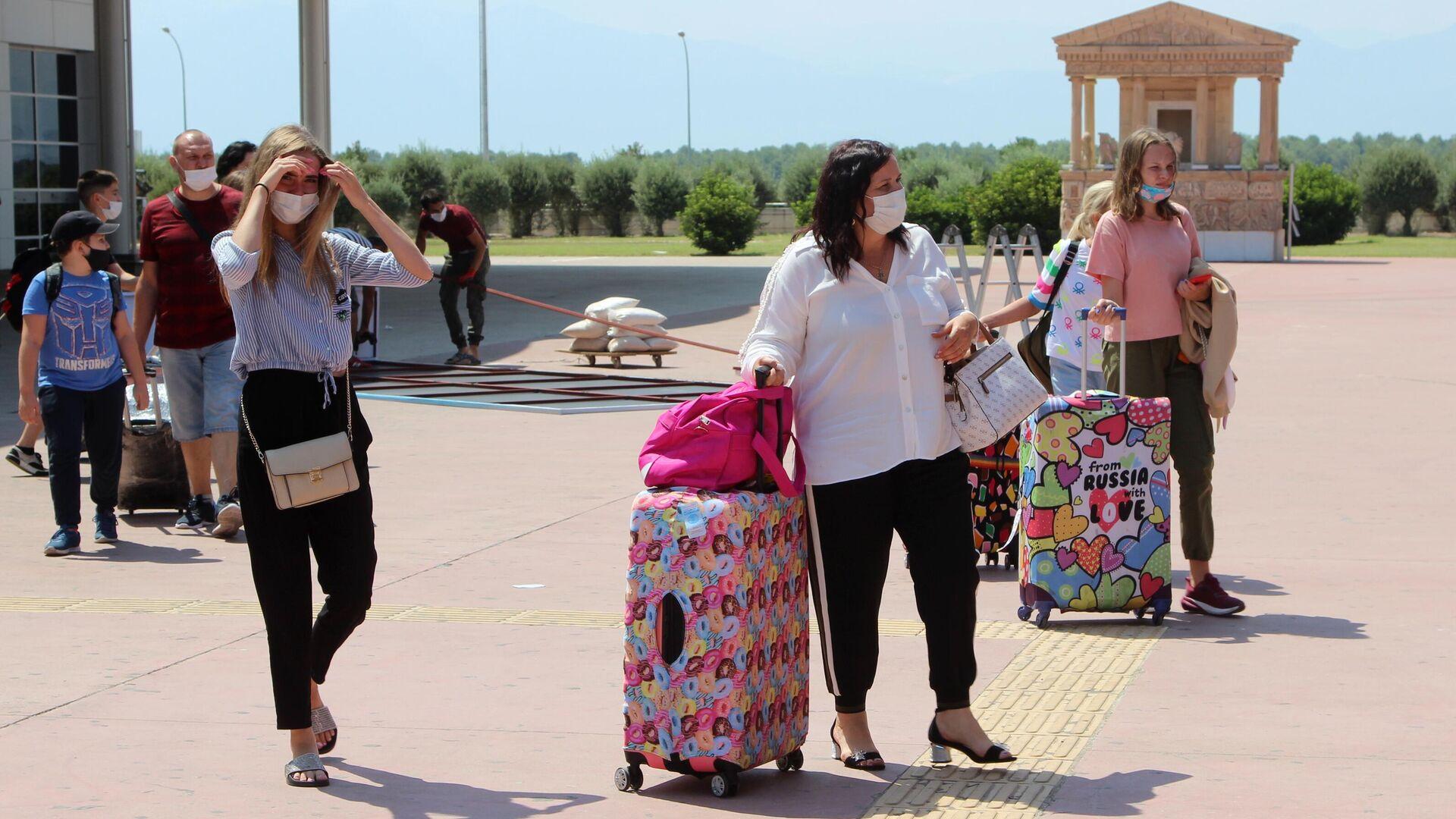 Туристы из России, прибывшие на отдых в Турцию - РИА Новости, 1920, 01.06.2021