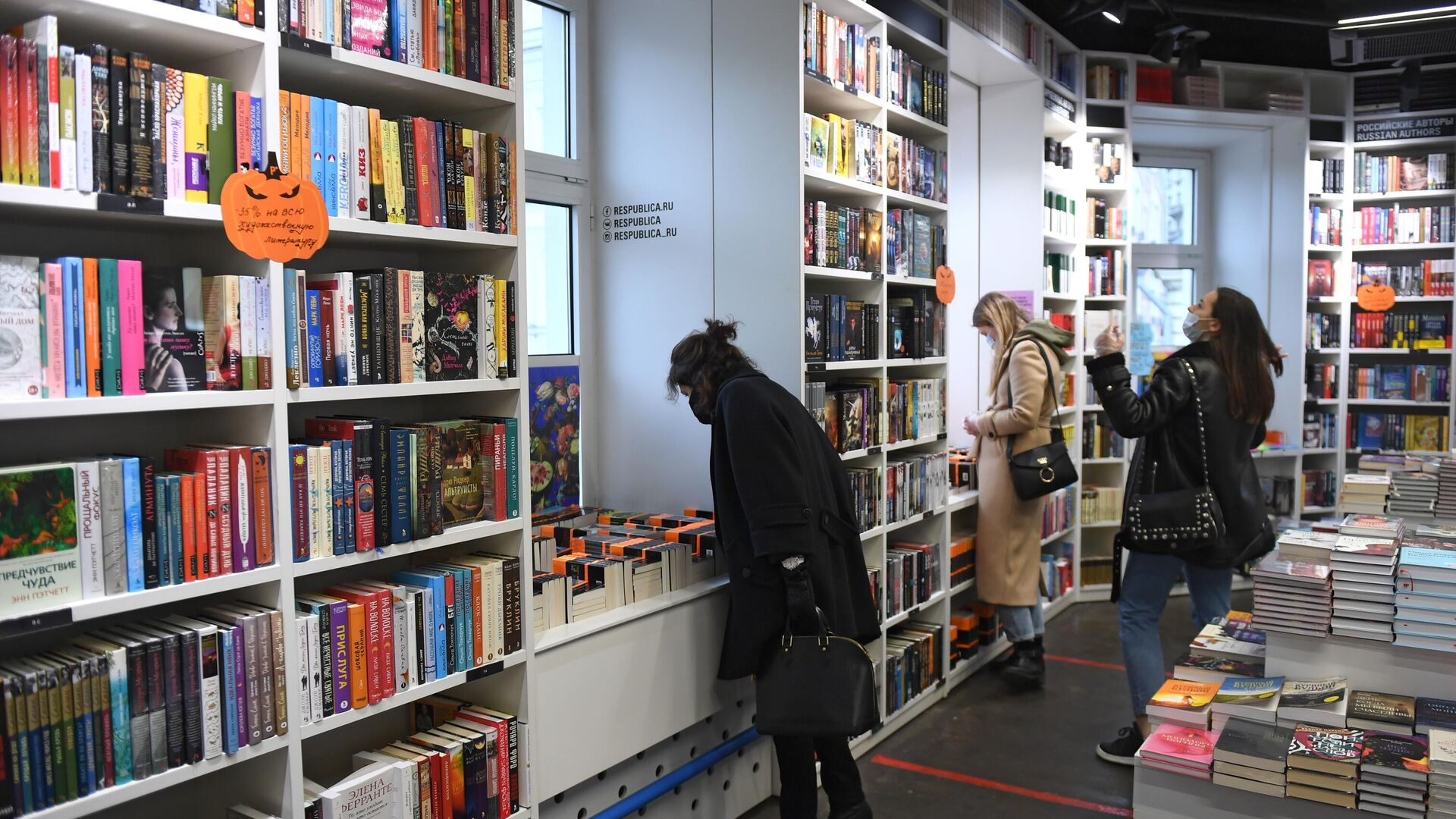 Сеть книжных магазинов Республика объявлена банкротом из-за пандемии коронавируса - РИА Новости, 1920, 19.04.2021