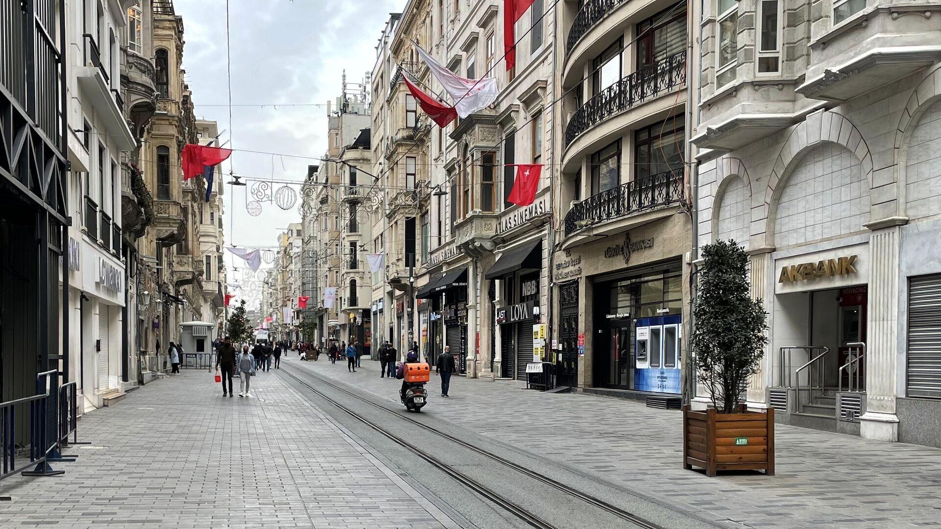 Люди на одной из улиц в Стамбуле - РИА Новости, 1920, 04.05.2021
