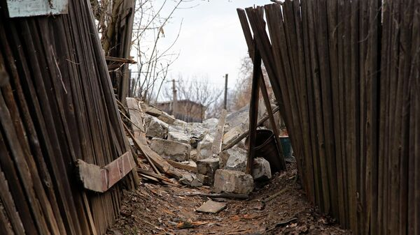 Фрагменты здания, разрушенного в результате обстрела Горловки. 19 апреля 2021