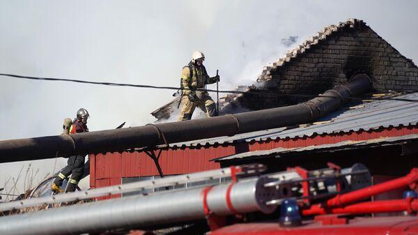 В Петрозаводске загорелась кровля гостиницы