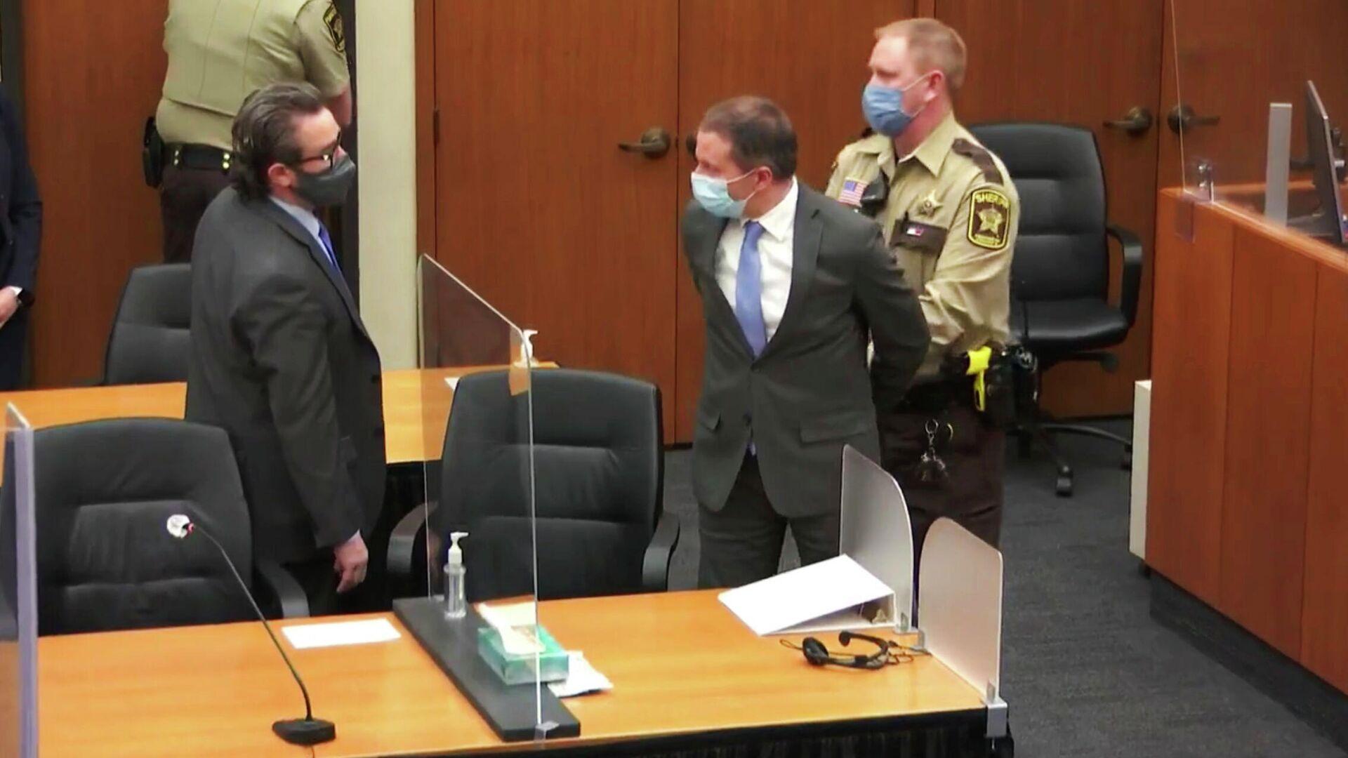 Экс-полицейский Дерек Шовин на слушаниях в суде по делу о смерти Джорджа Флойда - РИА Новости, 1920, 21.04.2021