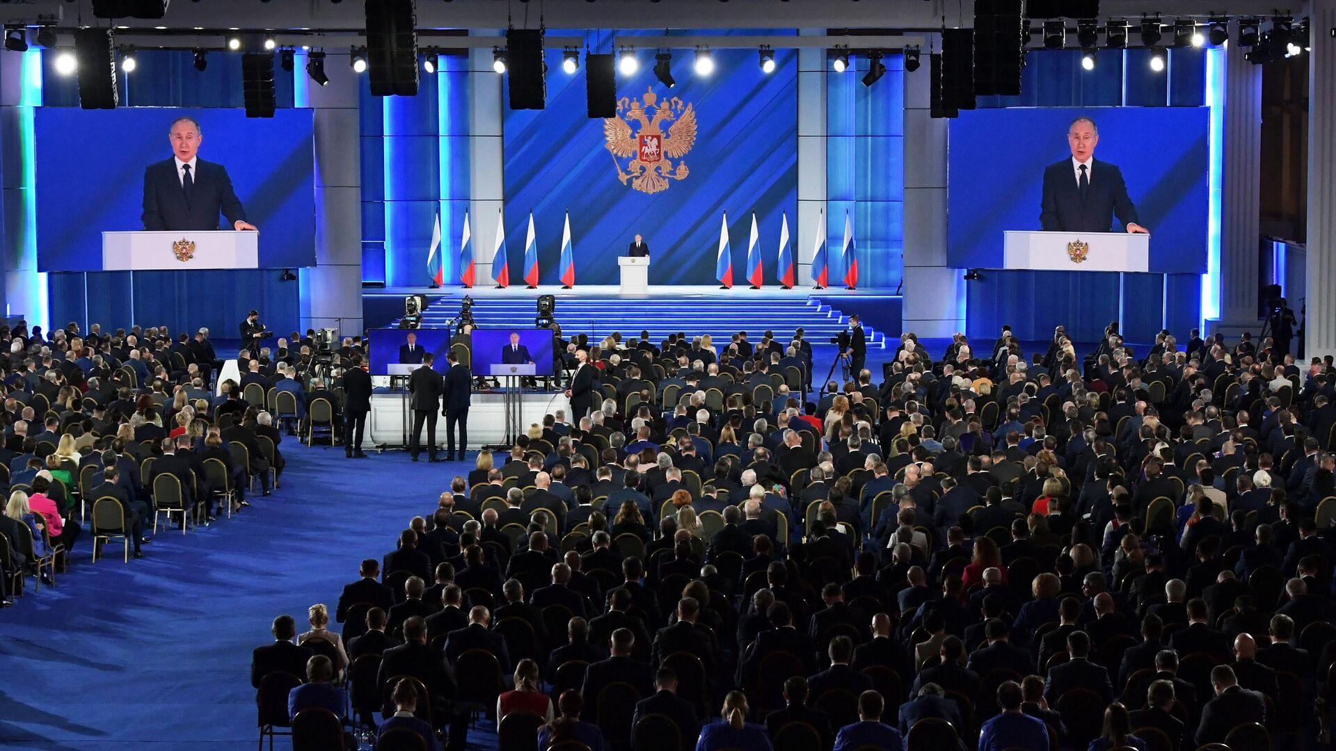 Президент РФ Владимир Путин выступает с ежегодным посланием Федеральному Собранию - РИА Новости, 1920, 21.04.2021