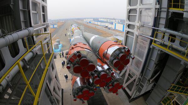 Вывоз ракеты-носителя Союз-2.1б с космическими аппаратами спутниковой компании OneWeb на Восточном