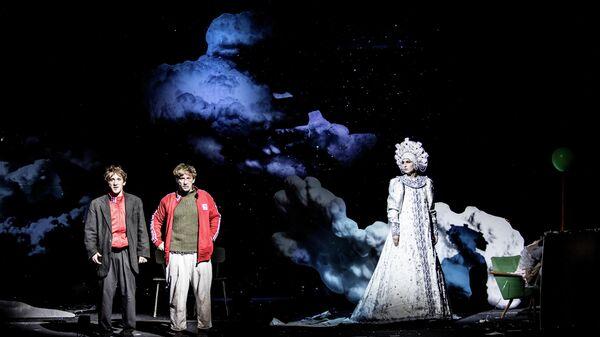 Сцена из спектакля Сказка про последнего ангела