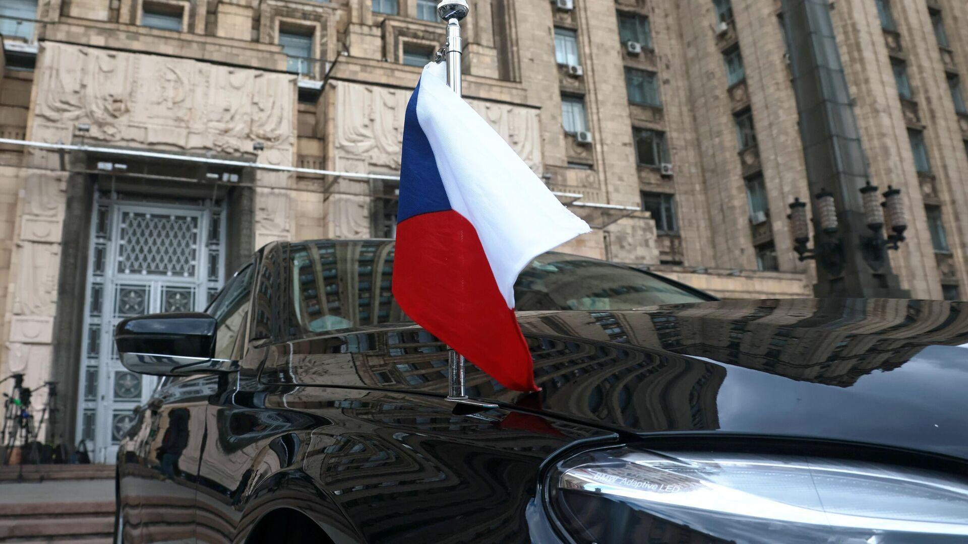 Автомобиль посольства Чехии в РФ возле здания МИД РФ в Москве - РИА Новости, 1920, 09.05.2021