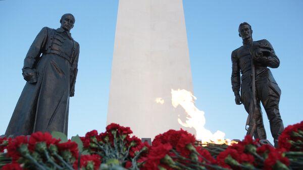 Вечный огонь на территории скульптурного комплекса в честь 100-летия окончания Гражданской войны в Севастополе