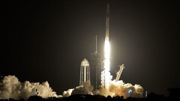 Запуск SpaceX Falcon 9 с капсулой Crew Dragon