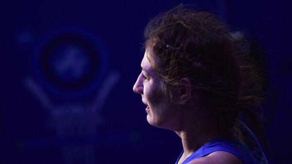 Любовь Овчарова (Россия) после поединка соревнований по вольной борьбе среди женщин в весовой категории до 59 кг на чемпионате мира в Казахстане.