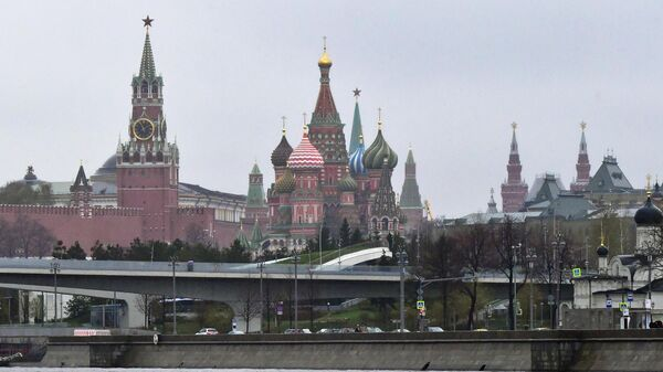 Вид на Покровский собор (храм Василия Блаженного) и Московский Кремль с реки