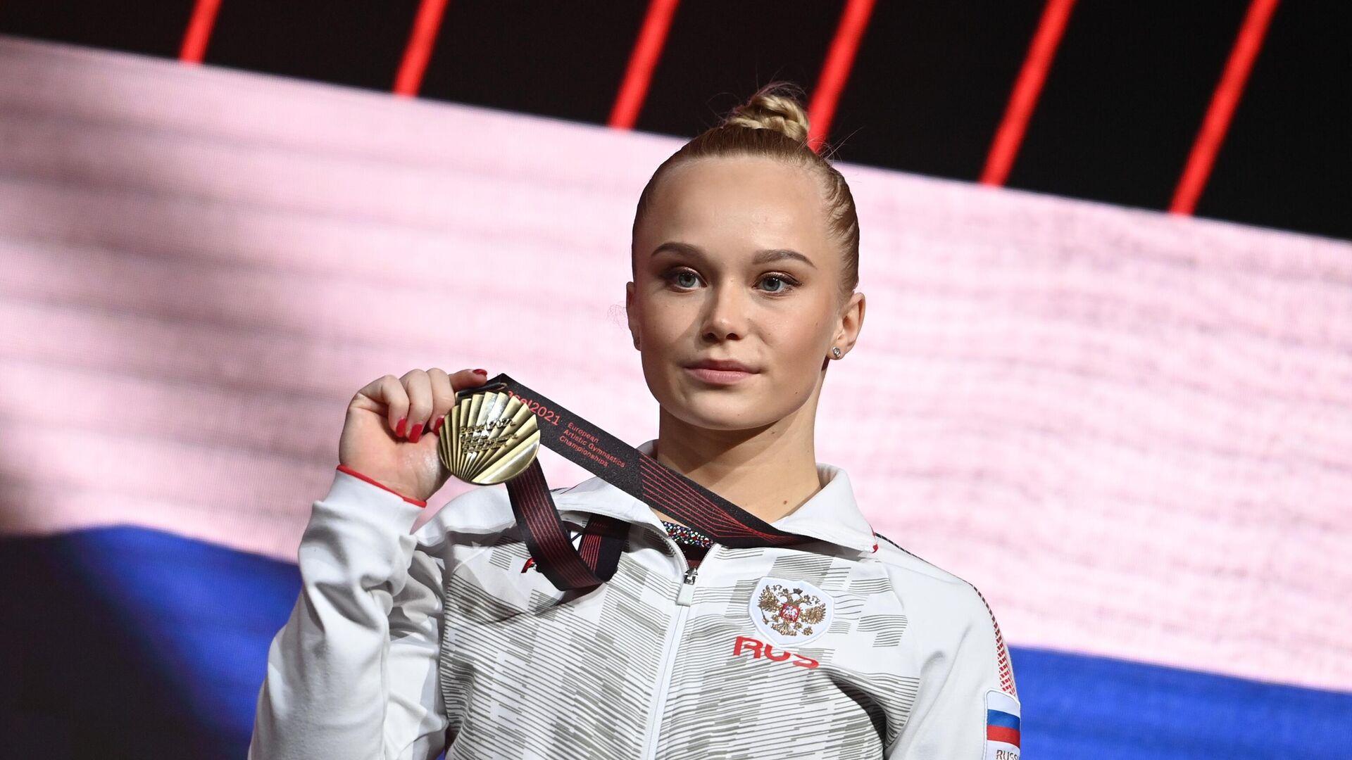 Ангелина Мельникова (Россия), завоевавшая бронзовую медаль в опорном прыжке на чемпионате Европы по спортивной гимнастике в Базеле, на церемонии награждения. - РИА Новости, 1920, 24.04.2021