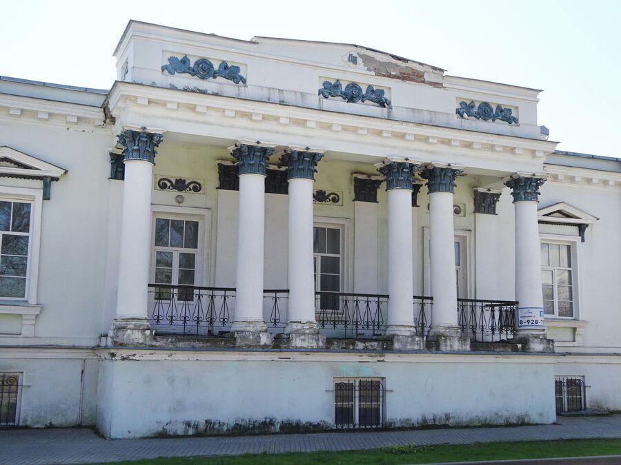 Колонны в доме Тимофея Грекова