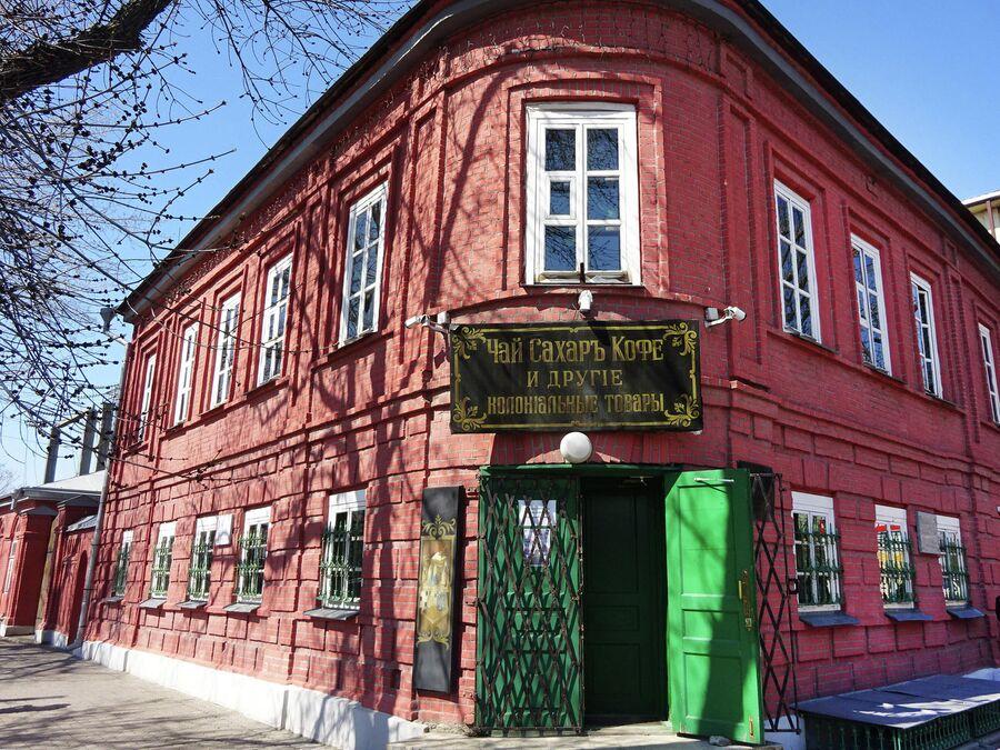 В доме купца Моисеева помимо музея работает крошечный магазин развесного чая