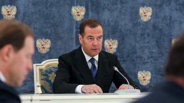 Заместитель председателя Совета безопасности РФ Дмитрий Медведев проводит первое заседание президиума Совета при президенте РФ по науке и образованию