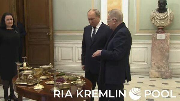 Путин передал Эрмитажу уникальную церковную утварь времен Александра II