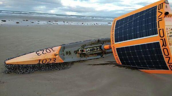 Лодка, выброшенная на берег в бухте Варата в штате Виктория, Австралия
