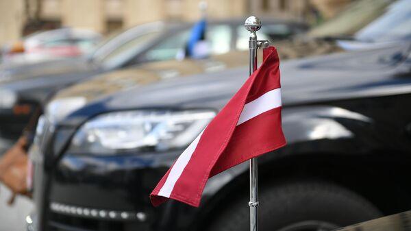 Автомобиль посольства Латвии у здания МИД России
