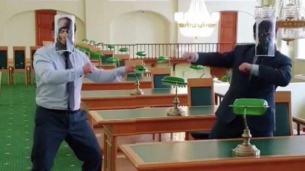 Кадр видео Российской национальной библиотеки в Санкт-Петербурге о драке в читальном зале