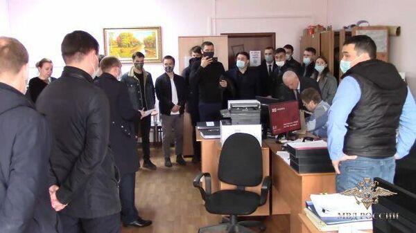 Работа следователей по делу о продаже нелегальных грузовиков Камаз