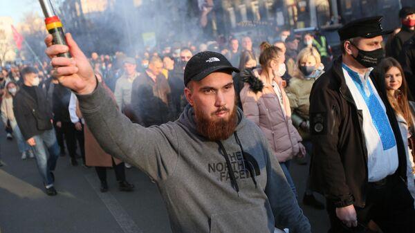 Участники Марша вышиванок, приуроченного к годовщине создания дивизии СС Галичина, в Киеве